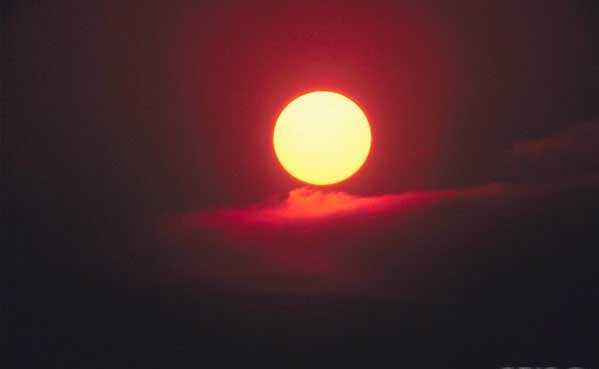 L'OEIL de l'univers de Notre SOURCE-Mère : il ne se contente pas de nous chauffer et nous éclairer, mais...
